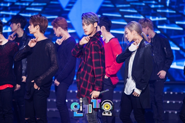 [OFFICIAL] SBS Inkigayo Update 150913 Seventeen Rock #세븐틴 #만세 9