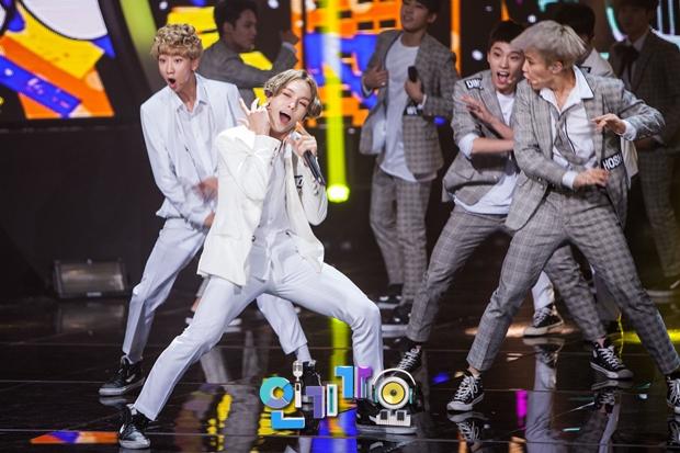 [OFFICIAL] SBS Inkigayo Update 150920 Seventeen Mansae 9P #세븐틴 #만세 2