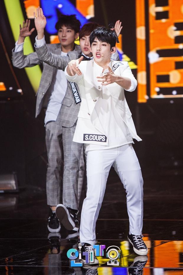 [OFFICIAL] SBS Inkigayo Update 150920 Seventeen Mansae 9P #세븐틴 #만세 4