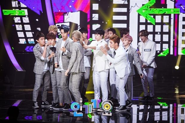 [OFFICIAL] SBS Inkigayo Update 150920 Seventeen Mansae 9P #세븐틴 #만세 6