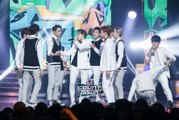 [OFFICIAL] 151020 MCountdown Update 15P #SEVENTEEN #MANSAE #만세 #세븐틴 4