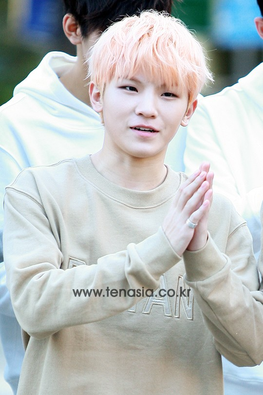 [PRESS] 151002 Seventeen heading to KBS Music Bank Rehearsal #세븐틴 #만세 12