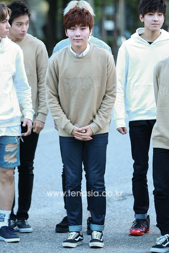 [PRESS] 151002 Seventeen heading to KBS Music Bank Rehearsal #세븐틴 #만세 15