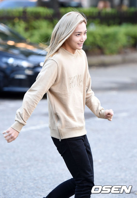 [PRESS] 151002 Seventeen heading to KBS Music Bank Rehearsal #세븐틴 #만세 3