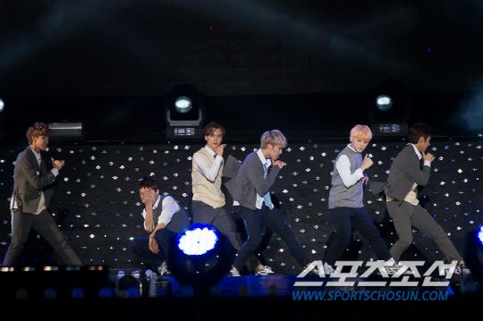 [PRESS] 151006 Seventeen at SBS MTV The Show 18P @SBS_MTV #만세 #세븐틴 #더쇼 17