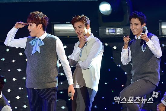 [PRESS] 151006 Seventeen at SBS MTV The Show 18P @SBS_MTV #만세 #세븐틴 #더쇼 24
