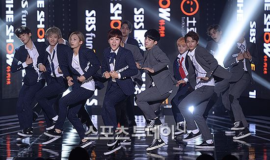 [PRESS] 151012 Seventeen at SBS MTV The Show 35P @SBS_MTV #만세 #세븐틴 #더쇼 31