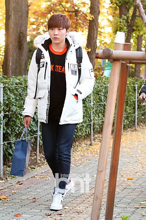 [PRESS] 151112 SEVENTEEN (Mingyu, Seungkwan, Wonwoo, DK) - College Scholastic Ability Test (수능) 41P #세븐틴 (17)