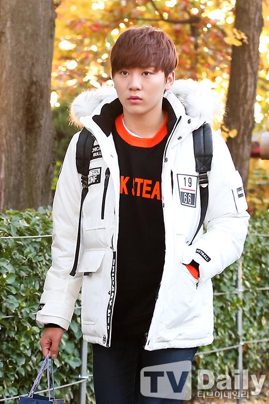 [PRESS] 151112 SEVENTEEN (Mingyu, Seungkwan, Wonwoo, DK) - College Scholastic Ability Test (수능) 41P #세븐틴 (23)