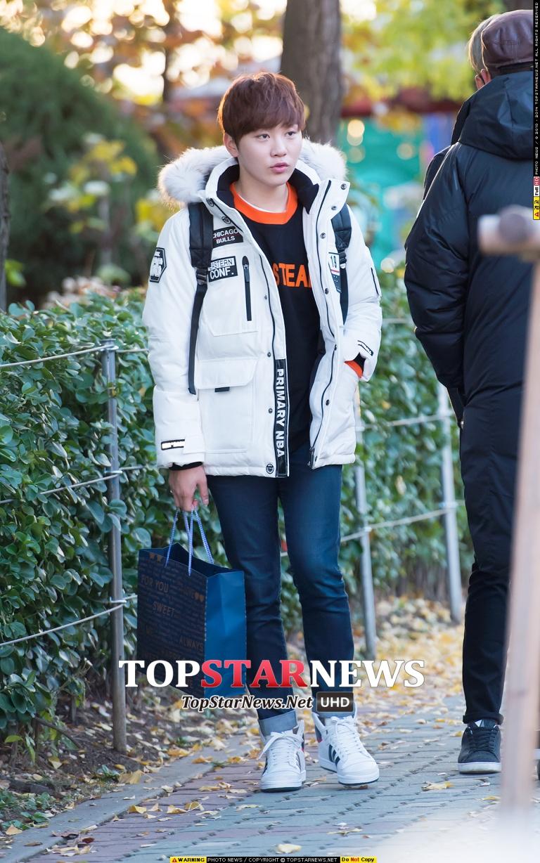 [PRESS] 151112 SEVENTEEN (Mingyu, Seungkwan, Wonwoo, DK) - College Scholastic Ability Test (수능) 41P #세븐틴 (29)