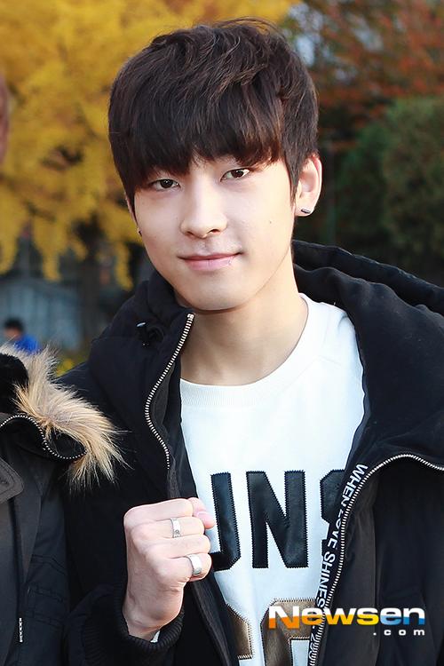 [PRESS] 151112 SEVENTEEN (Mingyu, Seungkwan, Wonwoo, DK) - College Scholastic Ability Test (수능) 41P #세븐틴 (38)
