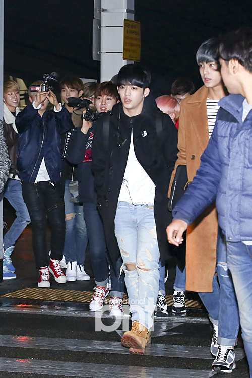 [PRESS] 151129 Seventeen at Incheon International Airport 22P #세븐틴 (17)