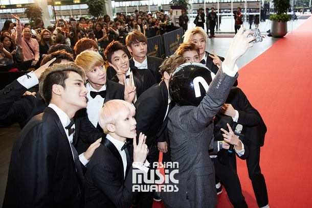 [OFFICIAL] Mnet Update 151202 2015 MAMA Red Carpet #SEVENTEEN #세븐틴 (1)