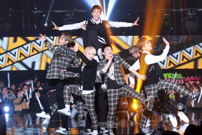 [PRESS] 151208 Seventeen at SBS MTV The Show 54P #세븐틴 #아낀다 #만세 #더쇼 (1)