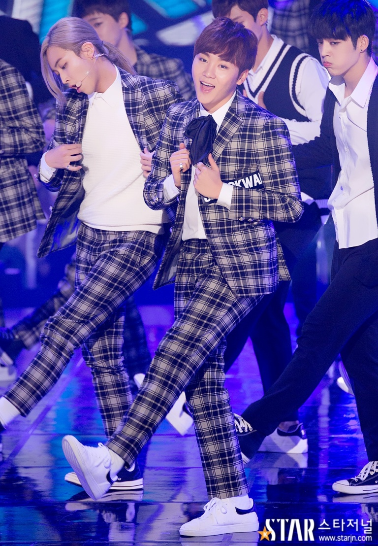 [PRESS] 151208 Seventeen at SBS MTV The Show 54P #세븐틴 #아낀다 #만세 #더쇼 (17)