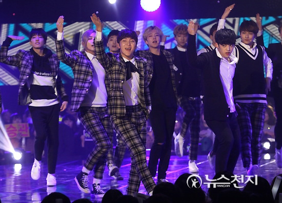 [PRESS] 151208 Seventeen at SBS MTV The Show 54P #세븐틴 #아낀다 #만세 #더쇼 (18)
