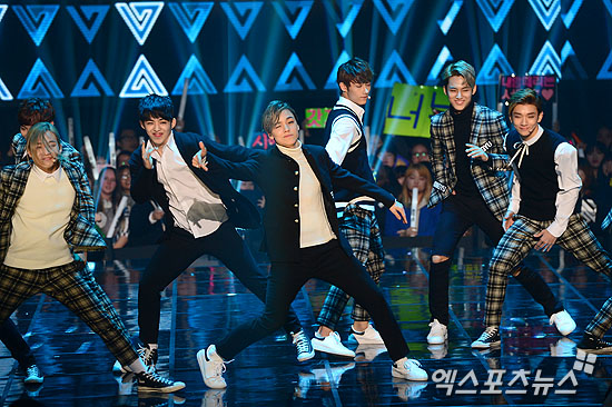 [PRESS] 151208 Seventeen at SBS MTV The Show 54P #세븐틴 #아낀다 #만세 #더쇼 (23)