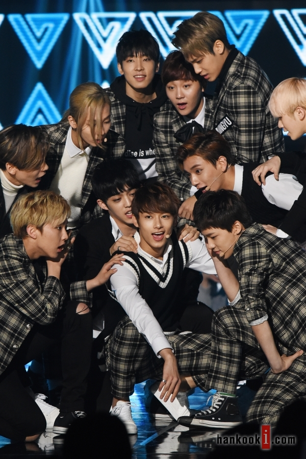 [PRESS] 151208 Seventeen at SBS MTV The Show 54P #세븐틴 #아낀다 #만세 #더쇼 (26)
