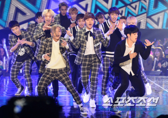 [PRESS] 151208 Seventeen at SBS MTV The Show 54P #세븐틴 #아낀다 #만세 #더쇼 (34)