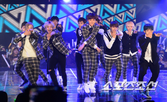 [PRESS] 151208 Seventeen at SBS MTV The Show 54P #세븐틴 #아낀다 #만세 #더쇼 (36)
