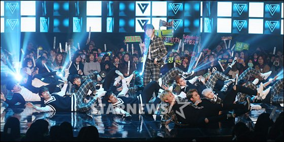 [PRESS] 151208 Seventeen at SBS MTV The Show 54P #세븐틴 #아낀다 #만세 #더쇼 (39)