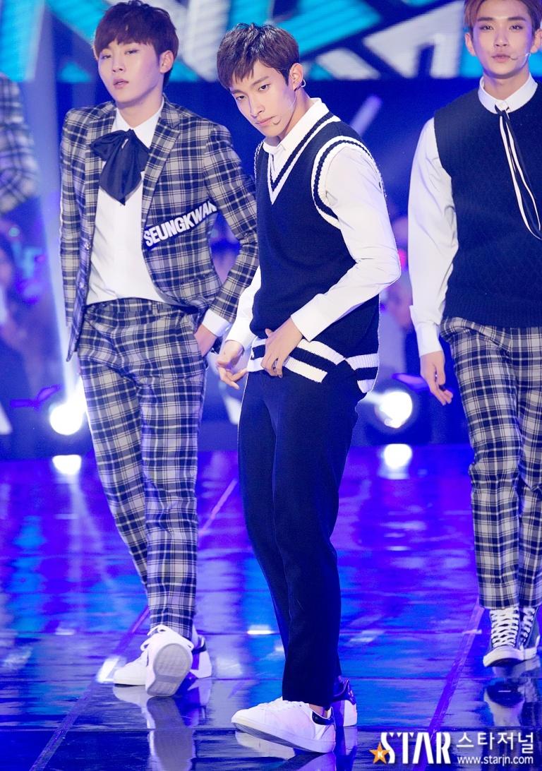 [PRESS] 151208 Seventeen at SBS MTV The Show 54P #세븐틴 #아낀다 #만세 #더쇼 (8)