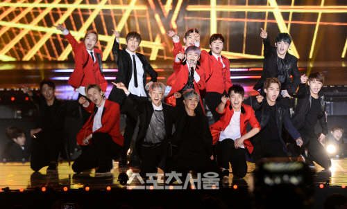 [PRESS] 160114 SEVENTEEN at Seoul Music Awards #세븐틴 #서울가요대상 #세븐틴신인상축하해 (3)