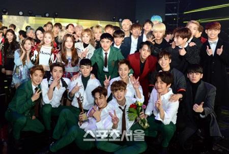 [PRESS] 160114 SEVENTEEN at Seoul Music Awards #세븐틴 #서울가요대상 #세븐틴신인상축하해 (5)