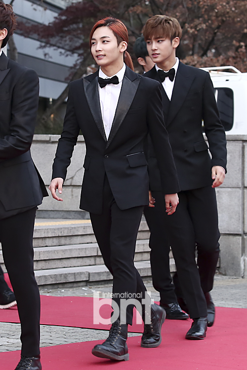 [PRESS] 160114 SEVENTEEN at Seoul Music Awards (Red Carpet) #세븐틴 #서울가요대상 (11)