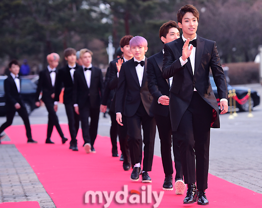 [PRESS] 160114 SEVENTEEN at Seoul Music Awards (Red Carpet) #세븐틴 #서울가요대상 (29)