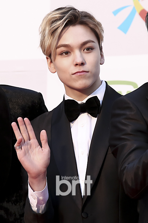 [PRESS] 160114 SEVENTEEN at Seoul Music Awards (Red Carpet) #세븐틴 #서울가요대상 (4)