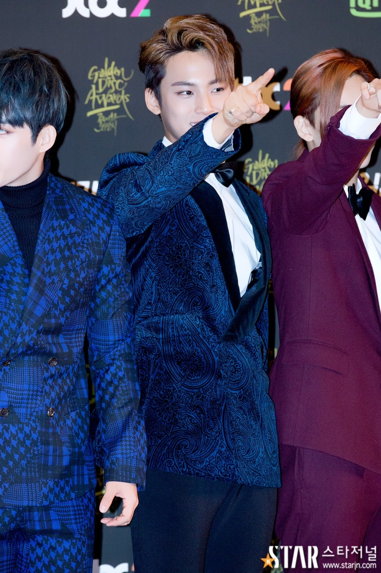 [PRESS] 160121 SEVENTEEN at 30th Golden Disc Awards Red Carpet (13)