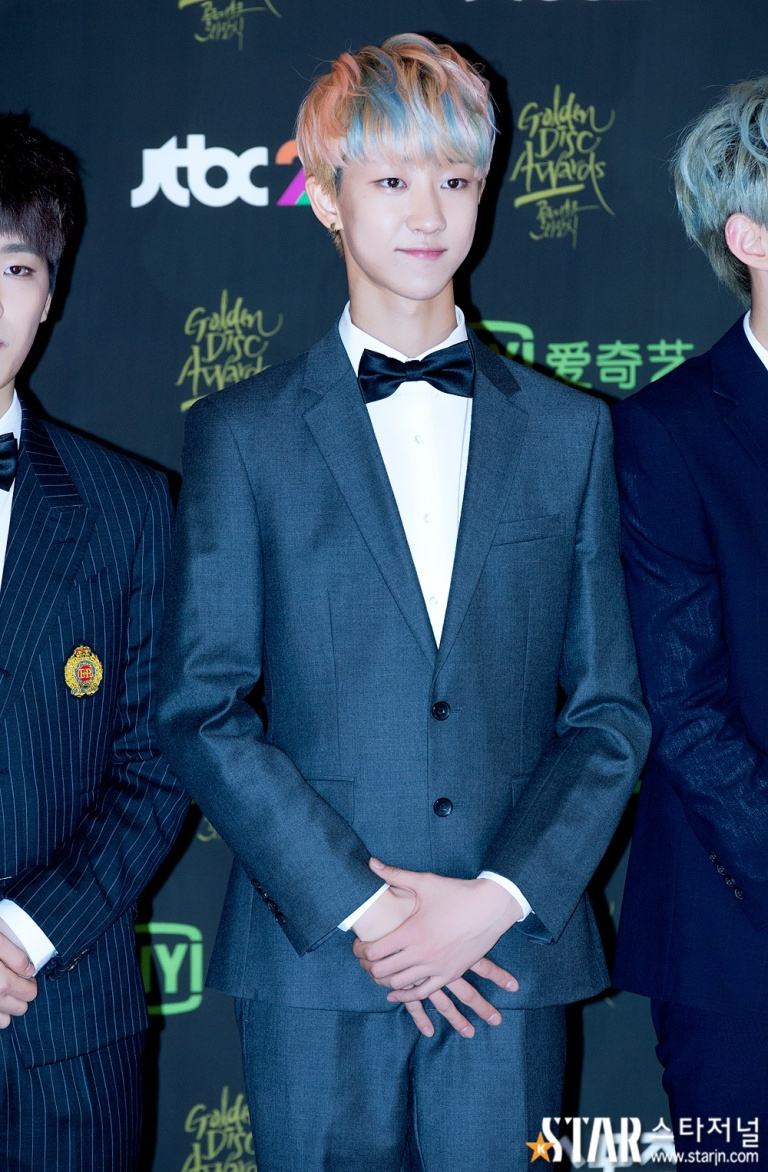 [PRESS] 160121 SEVENTEEN at 30th Golden Disc Awards Red Carpet (15)