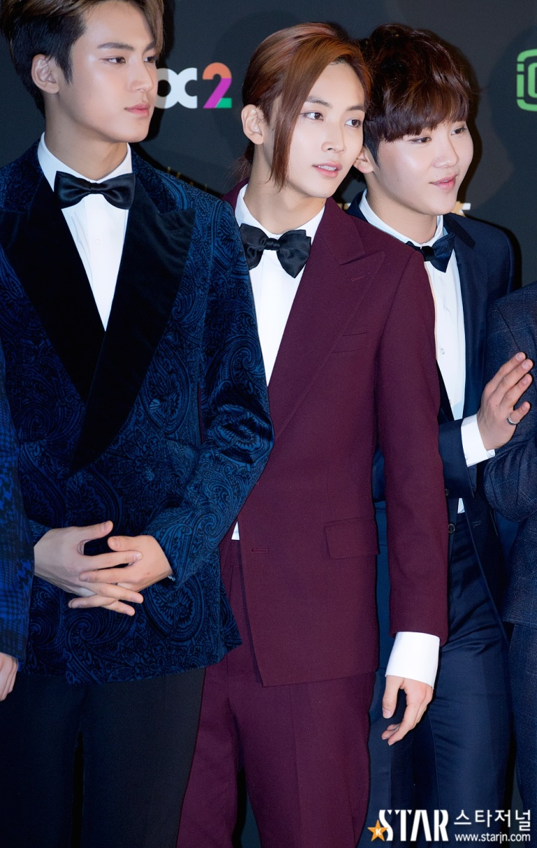 [PRESS] 160121 SEVENTEEN at 30th Golden Disc Awards Red Carpet (20)