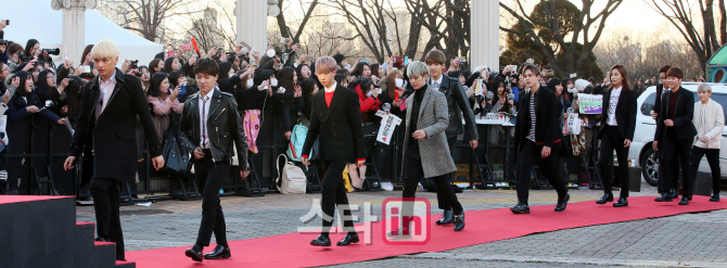 [PRESS] 160217 Seventeen at '5th Gaon Chart K-POP Awards!' #SEVENTEEN #세븐틴 #GaonChartAwards #가온차트 (13)