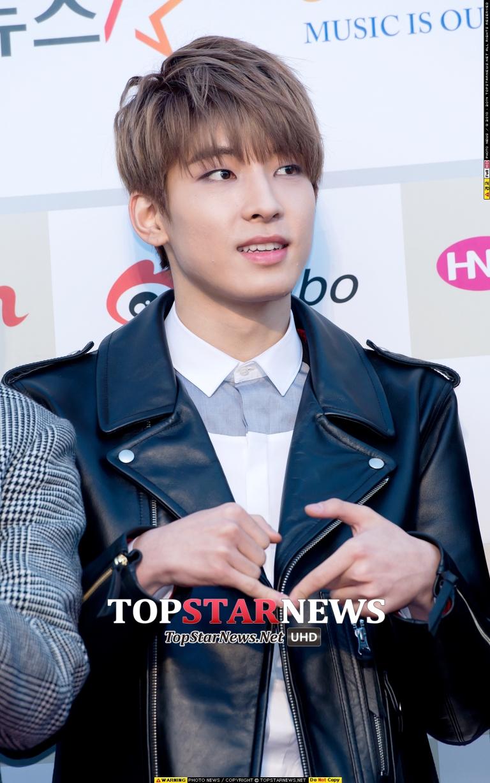 [PRESS] 160217 Seventeen at '5th Gaon Chart K-POP Awards!' #SEVENTEEN #세븐틴 #GaonChartAwards #가온차트 (32)