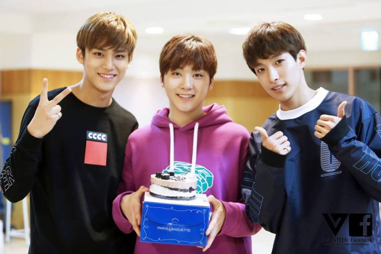 [SEVENTEEN SPECIAL PIC] #세븐틴 #도겸 #민규 #승관 고등학교 졸업을 축하합니다! (3)