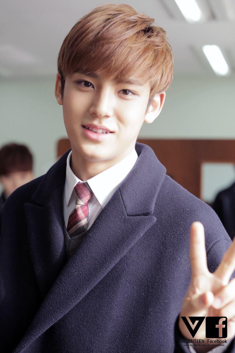 [SEVENTEEN SPECIAL PIC] #세븐틴 #도겸 #민규 #승관 고등학교 졸업을 축하합니다! (5)