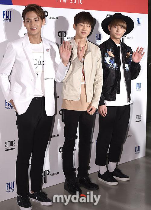 [PRESS] 160323 Seventeen Jun, Wonwoo & Mingyu at 2016 FW HERA Seoul Fashion Week (12)