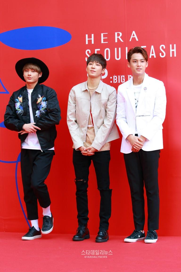 [PRESS] 160323 Seventeen Jun, Wonwoo & Mingyu at 2016 FW HERA Seoul Fashion Week (3)