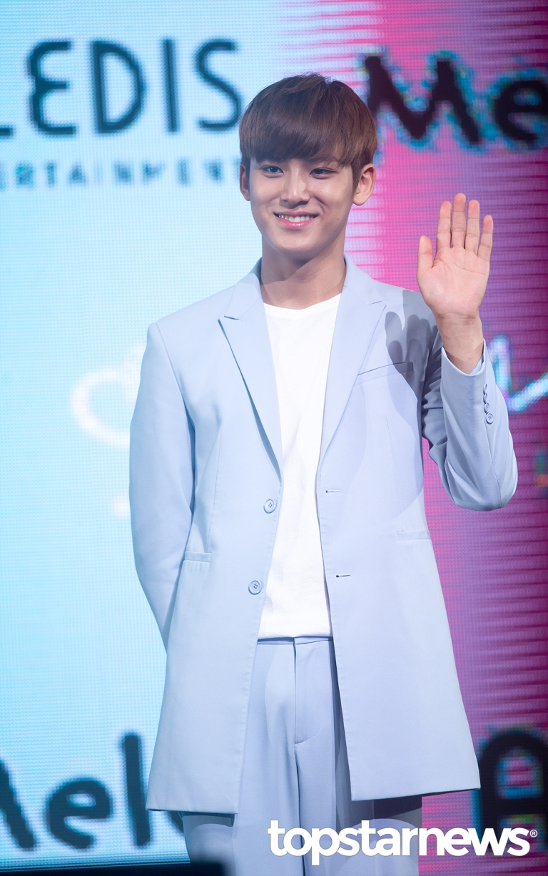 [PRESS] 160424 SEVENTEEN Showcase Press Conference + Stage Photos #세븐틴 #예쁘다 (22)