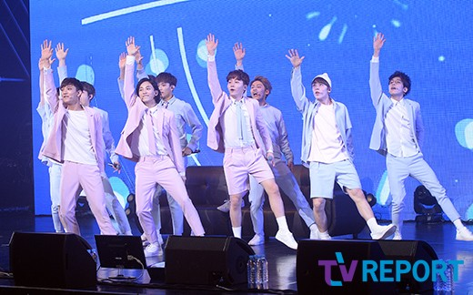 [PRESS] 160424 SEVENTEEN Showcase Press Conference + Stage Photos #세븐틴 #예쁘다 (6)