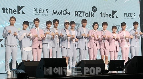 [PRESS] 160424 SEVENTEEN Showcase Press Conference + Stage Photos #세븐틴 #예쁘다 (67)