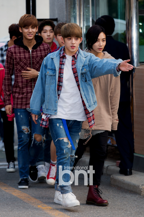 [PRESS] 160429 Seventeen heading to KBS Music Bank Rehearsal #세븐틴 #예쁘다 (4)