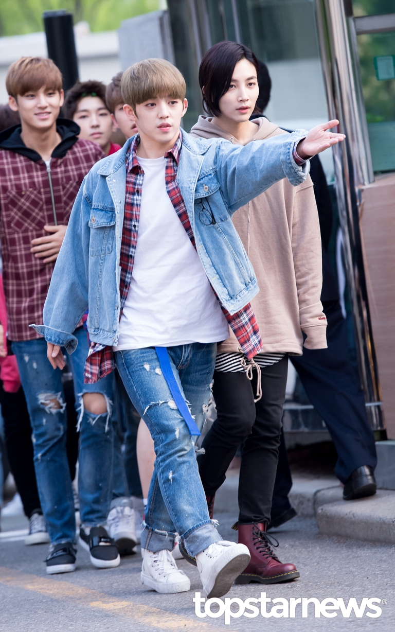 [PRESS] 160429 Seventeen heading to KBS Music Bank Rehearsal #세븐틴 #예쁘다 (6)