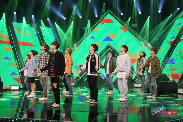 [OFFICIAL] 160506 Simply K-Pop Update #SEVENTEEN #세븐틴 #예쁘다 #엄지척 (12)