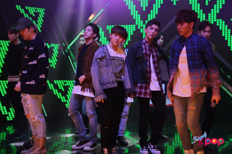 [OFFICIAL] 160506 Simply K-Pop Update #SEVENTEEN #세븐틴 #예쁘다 #엄지척 (16)