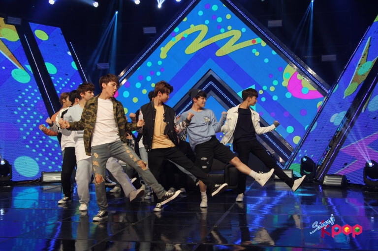 [OFFICIAL] 160506 Simply K-Pop Update #SEVENTEEN #세븐틴 #예쁘다 #엄지척 (5)