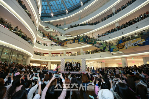 [PRESS] 160501 SEVENTEEN Fansign Event at Yongdeungpo Timesquare #세븐틴 #예쁘다 2