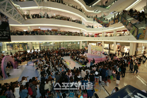[PRESS] 160501 SEVENTEEN Fansign Event at Yongdeungpo Timesquare #세븐틴 #예쁘다 3